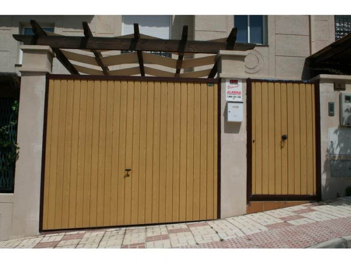 puertas basculantes Málaga