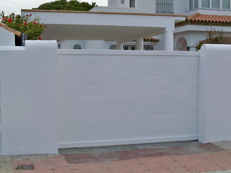 Puertas met licas batimat espa ola suministro for Modelos de puertas metalicas para viviendas