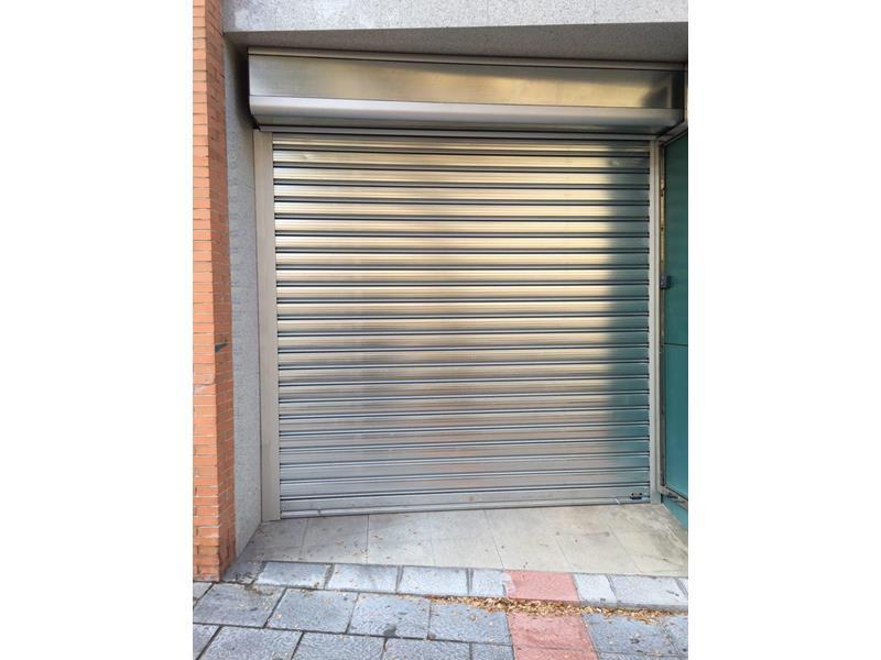 Puertas enrollables de acero malaga batimat sl for Puertas metalicas malaga