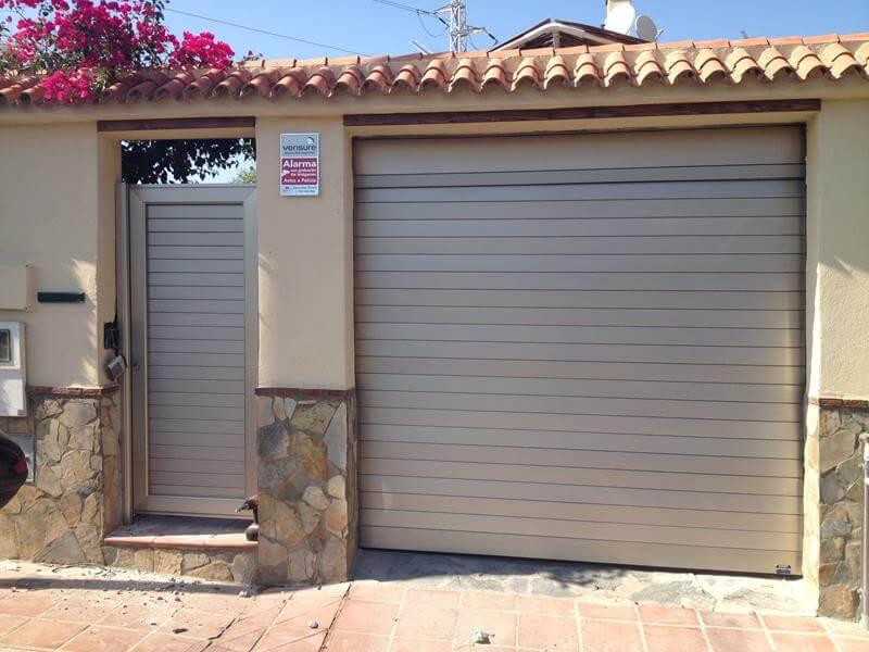 Puertas met licas batimat espa ola suministro for Cubiertas para garajes