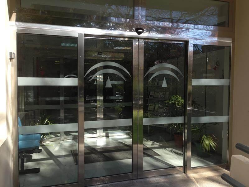 Puertas automaticas de vidrio m laga batimat sl - Puertas de vidrio para chimeneas ...