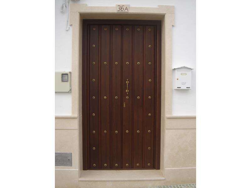 Puertas de entrada a viviendas malaga batimat sl - Puertas de garaje malaga ...