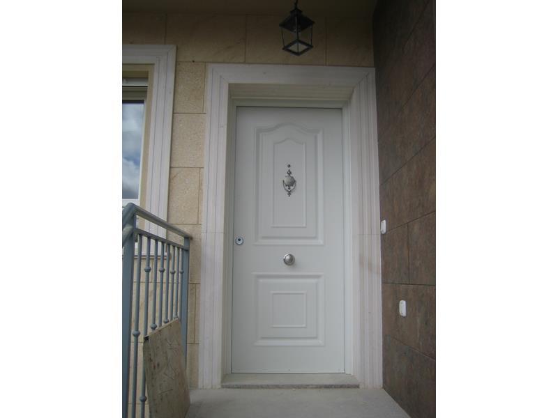 Puertas de entrada a viviendas malaga batimat sl - Puertas metalicas malaga ...