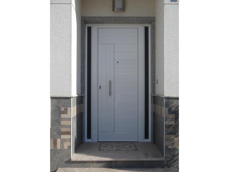 Puertas de entrada a viviendas malaga batimat sl for Puertas metalicas malaga