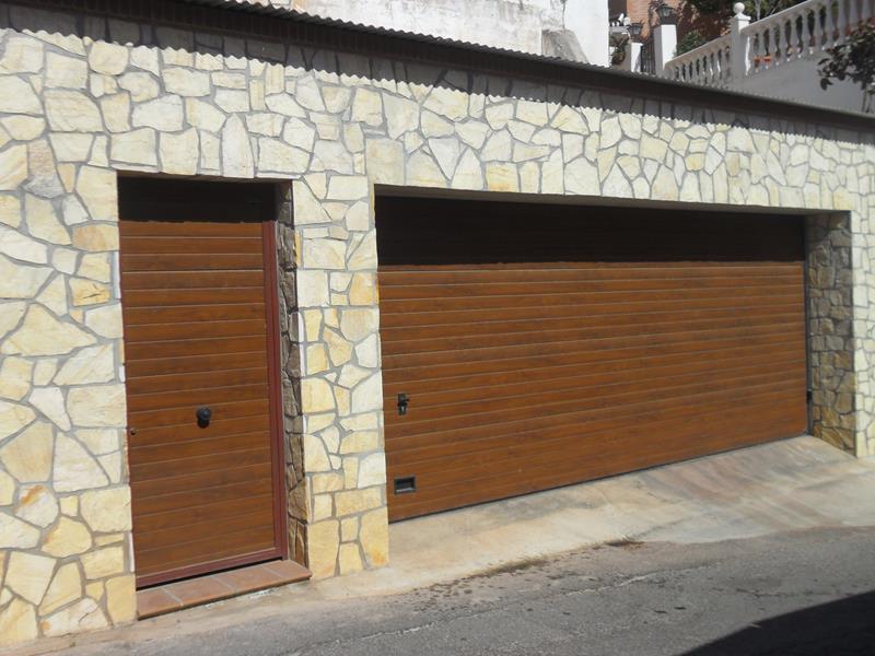 Puertas met licas m laga venta e instalaci n batimat - Puertas de garaje malaga ...