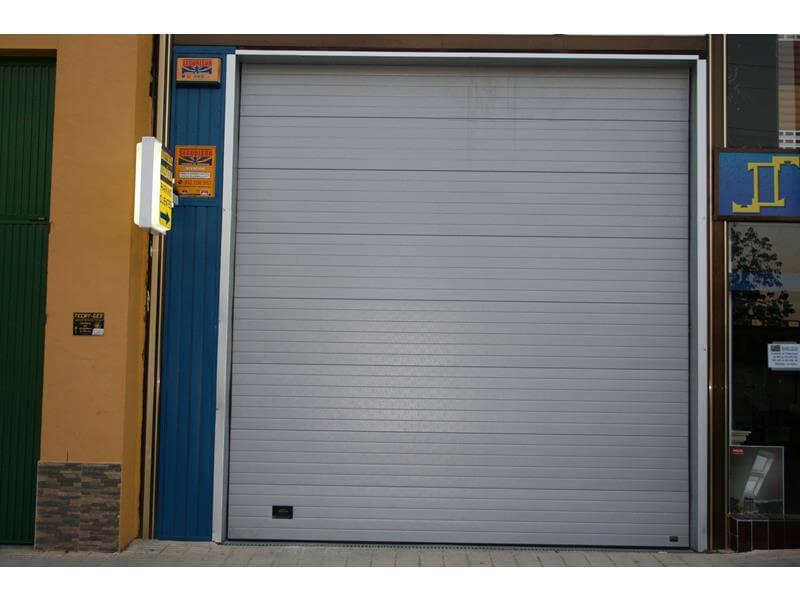 Puertas metalicas seccionales m laga batimat sl - Puertas de garaje malaga ...