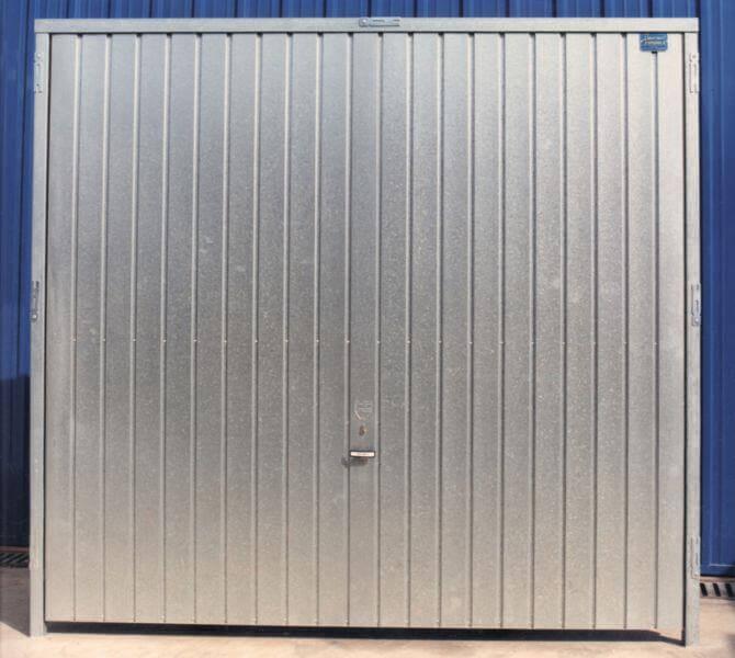 Puertas basculantes m laga batimat sl for Puertas metalicas malaga