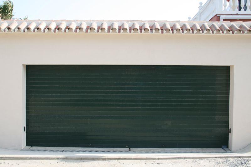 ▷ puertas de garaje málaga | venta e instalación →【batimat】